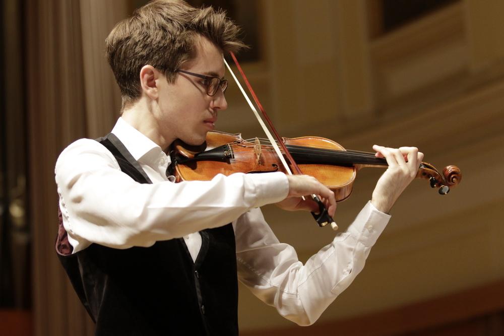 Simon Petek, violina - foto: Goran Antlej