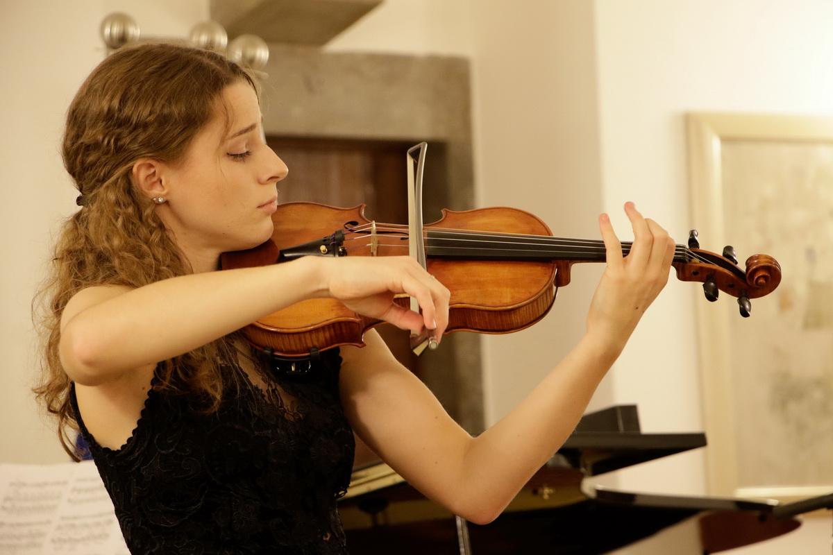 Urška Gutnik, violina, foto: Goran Antlej