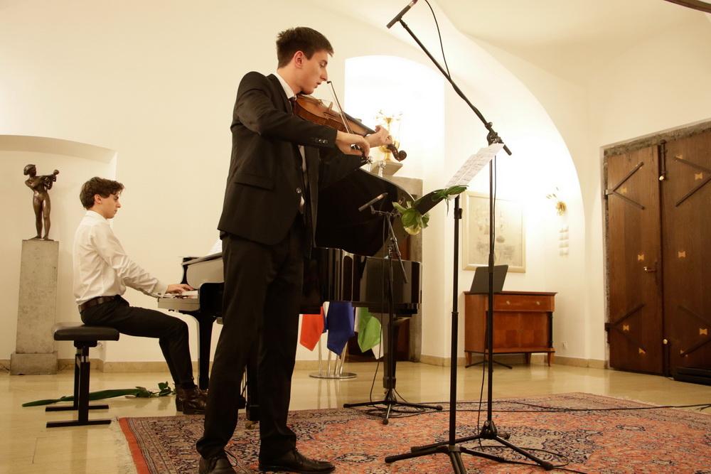 Oskar Longyka, violina, Florian Pichlbauer, klavir, Foto: Goran Antlej