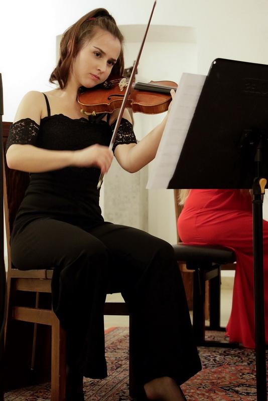 Klavirski trio Aurum, Rebeka Kotar, violina, Foto: Goran Antlej