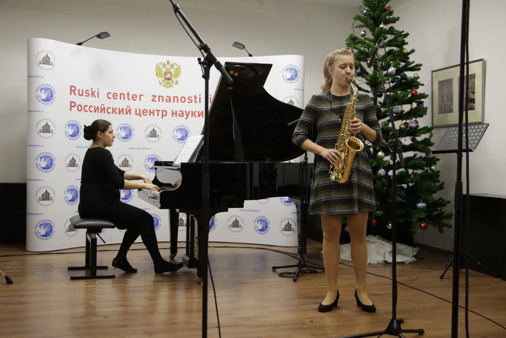 Vida Kregar, saksofon, Neža Koželj, klavir, Foto: Goran Antlej