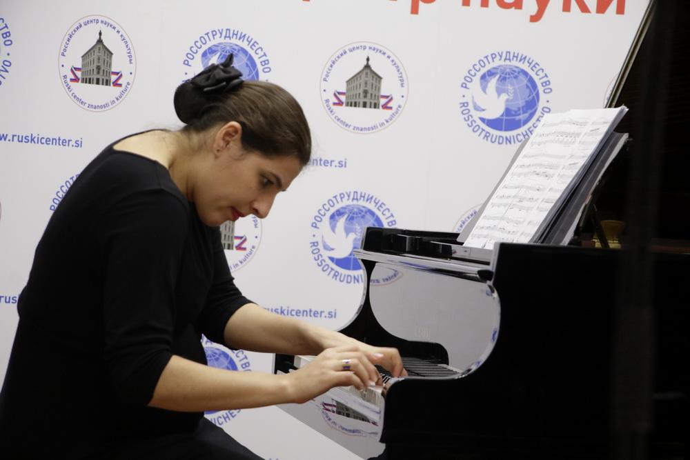 Neža Koželj, klavir, Foto: Goran Antlej