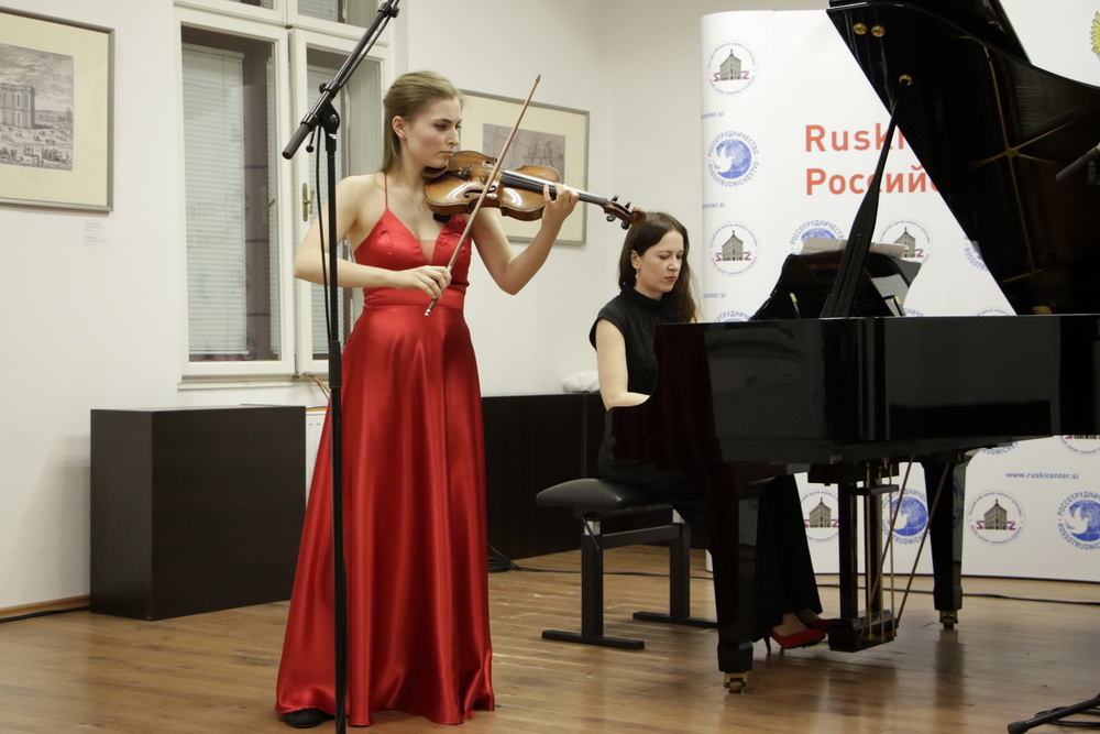Zala Eva Kocijančič, violina, Beata Ilona Barcza, klavir, Foto: Goran Antlej