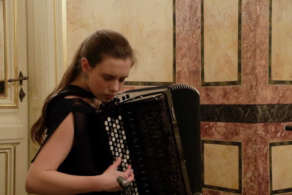 Teja Udovič Kovačič, harmonika, Foto: Goran Antlej
